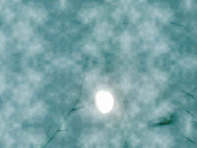 Lune et brume