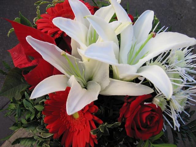 Lys blancs en bouquet