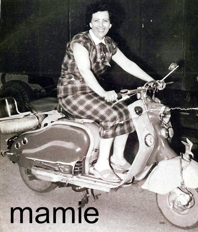Ma mamie en scooter