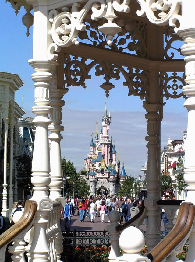 Main street et château