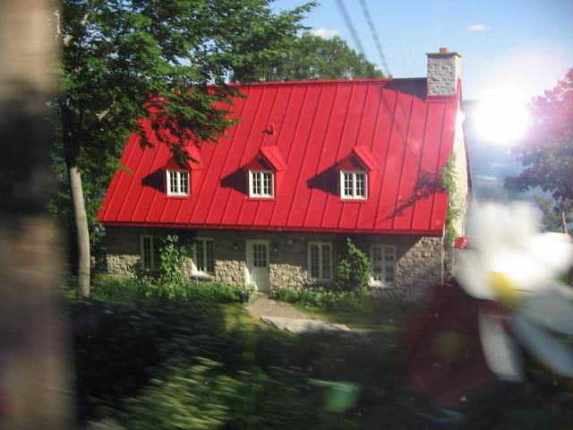 Maison au toit rouge