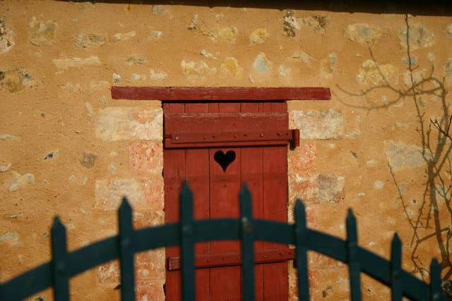 Maison au volet d'amour