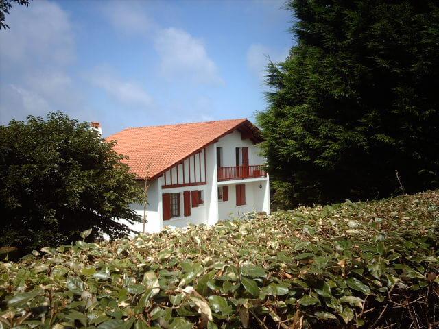 Maison basque par henri claverie sur l 39 internaute for Photos maison basque