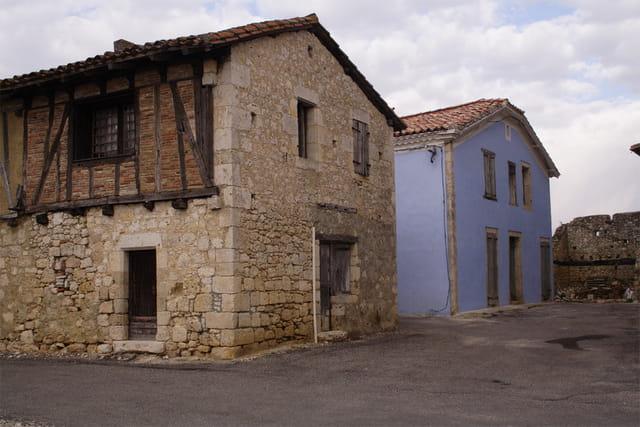 Maison bleue maubec tarn et garonne