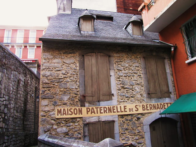 Maison de STE Bernadette.