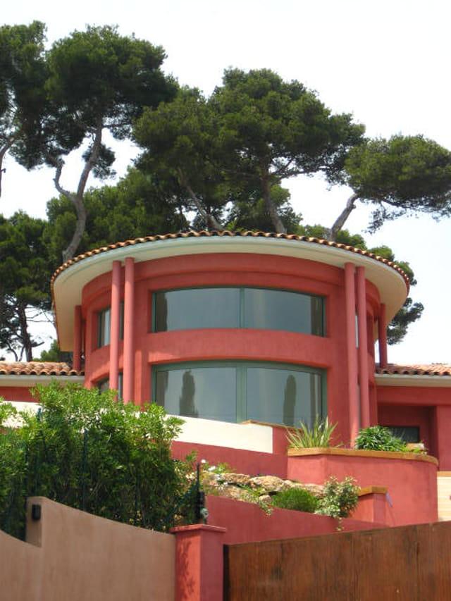 Maison en couleur vive