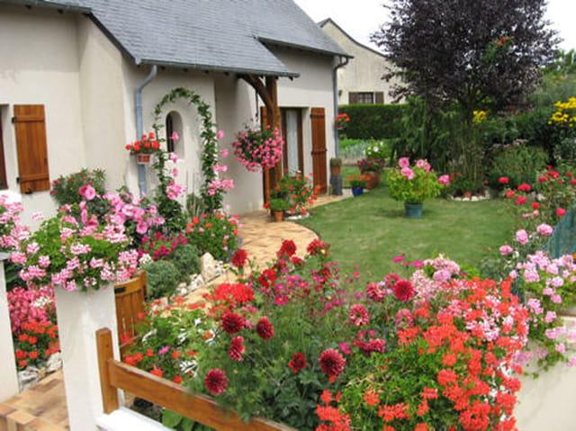 Maison fleuri par yves marie thomas sur l 39 internaute for Jardin fleuri maison