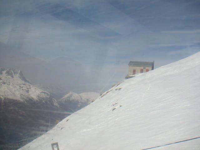 Maison isolée dans la montagne