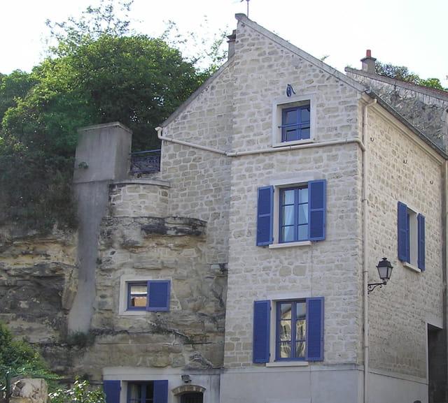 Maison en partie troglodyte