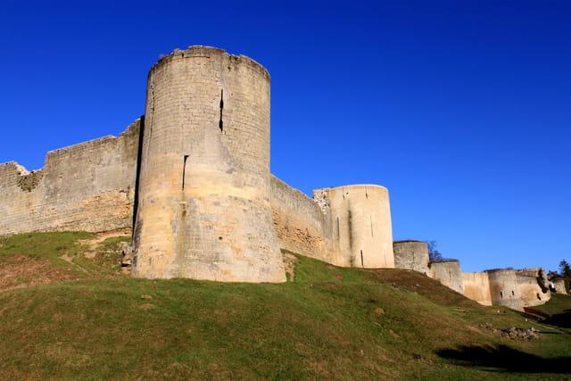 Majestueux remparts de Coucy-le-Château
