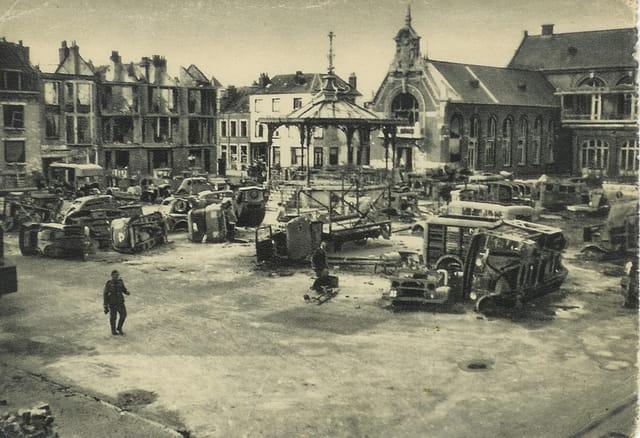 Malo les bains, la place de l'hôtel de ville 1940-1945