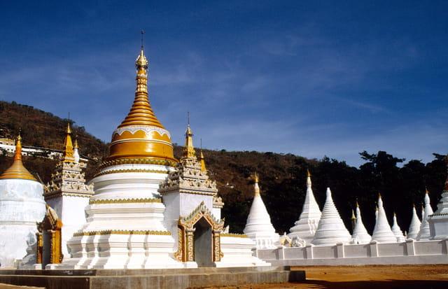 Mandalay, pagode et stupas.