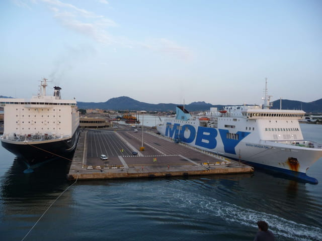 Manoeuvres d'accostage à Olbia.