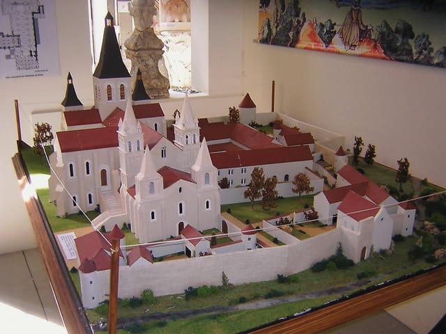 Maquette de l'abbaye de Déols