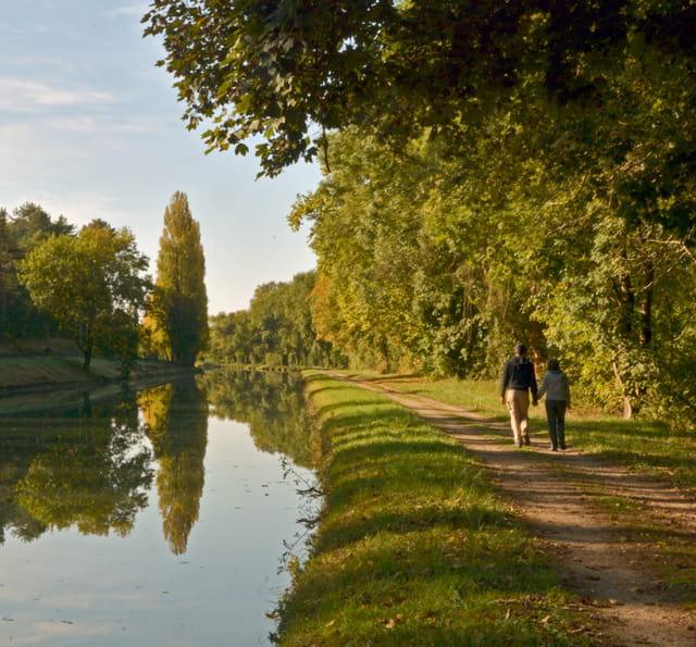 Marcheurs et canal du Loing