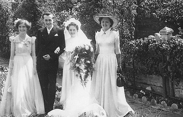 Mariés et demoiselles d ' honneur