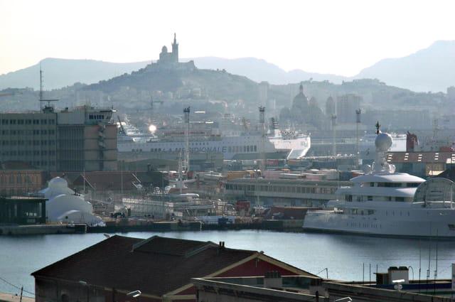 Marseille vue des docks