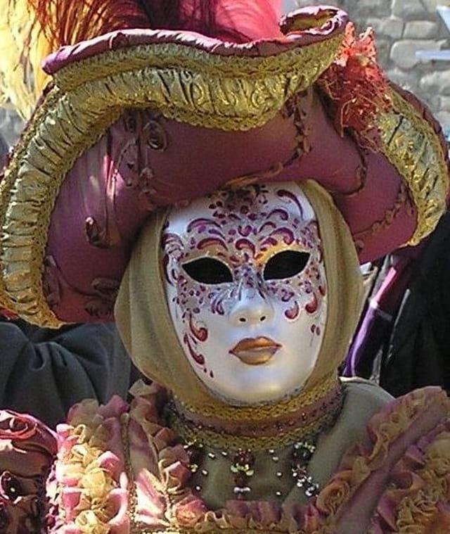 Masque or et pourpre