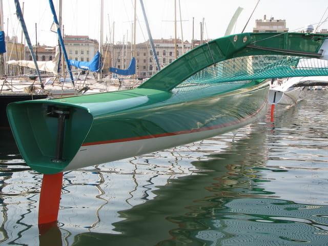 Maxi trimaran : flotteur bâbord