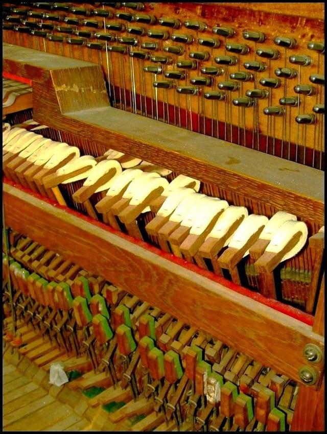 Mécanisme à marteaux de piano