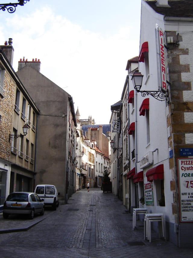 Melun, vieille rue