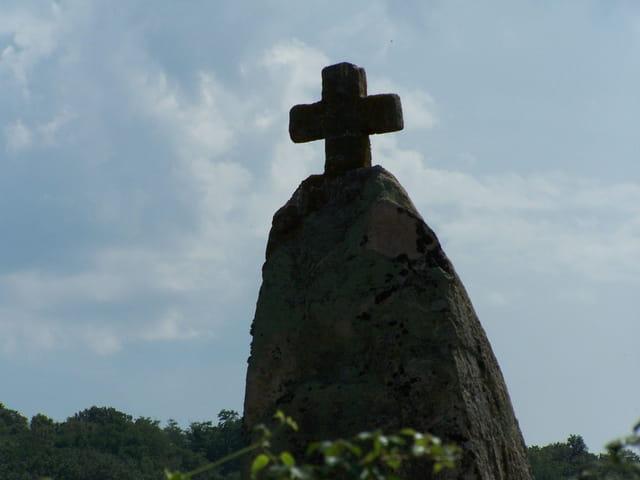 """Menhir """"la pierre levée"""""""
