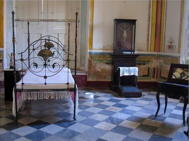 mobilier ancien par jean pierre marro sur l 39 internaute. Black Bedroom Furniture Sets. Home Design Ideas