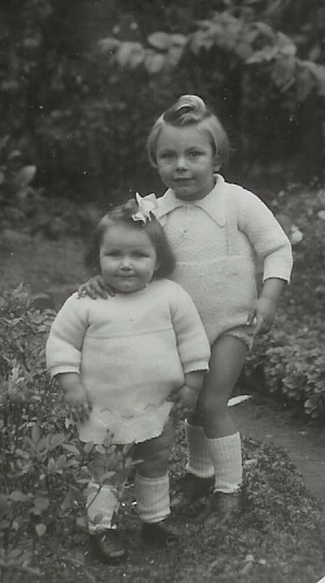 Mon grand frère et ma grand soeur en 1947