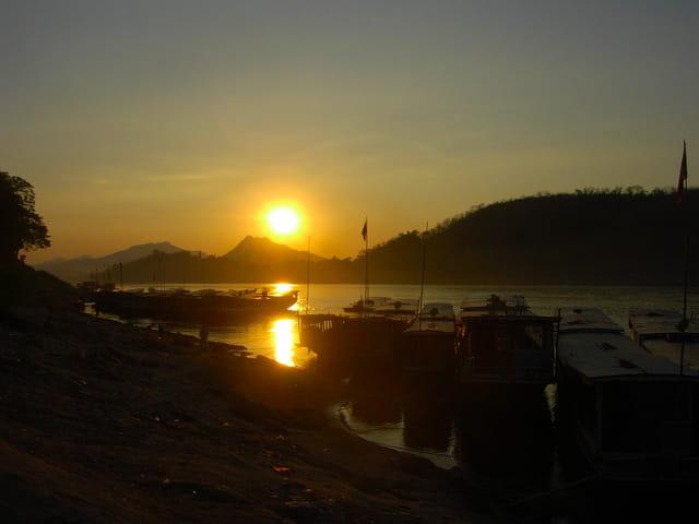 Mon voyage au laos coucher de soleil sur le mekong