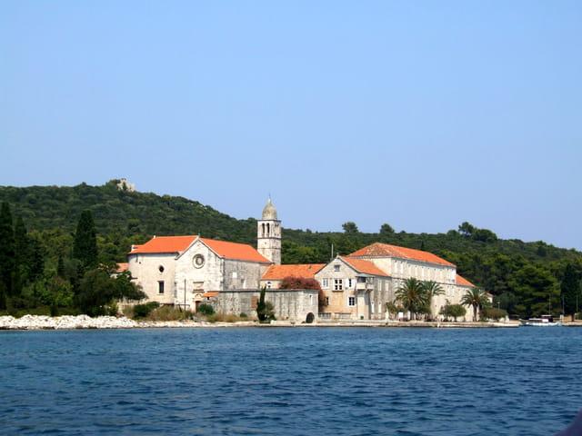 Monastère franciscain du XIVe sur l'île de Badija