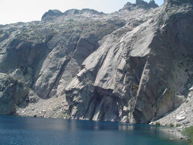 Montagne et lac s'accordent