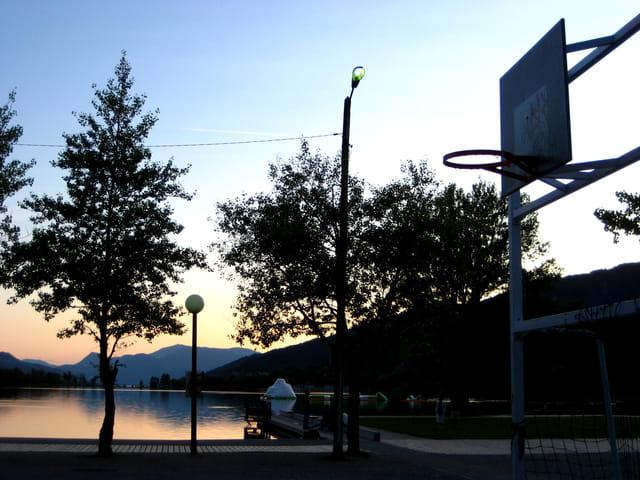 Montagnes, Lac et arceau