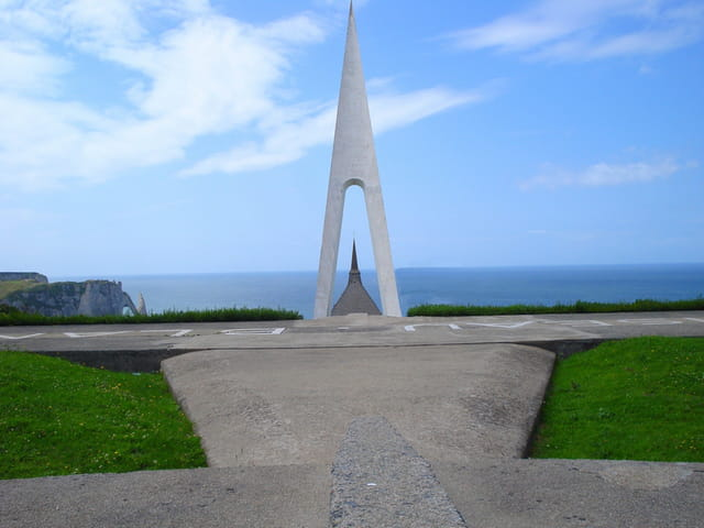 Monument à la mémoire de Nungesser et Coli à Etretat