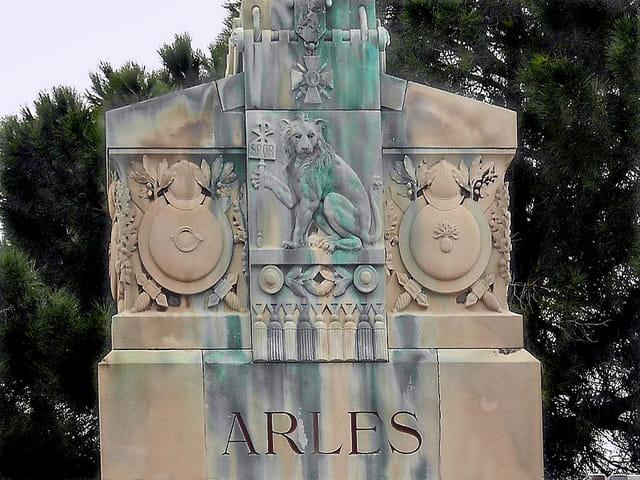 Monument Arles (2)