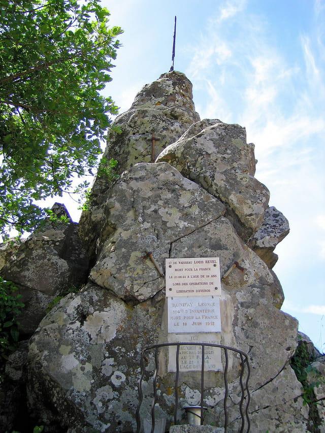 Monument commémoratif (1)