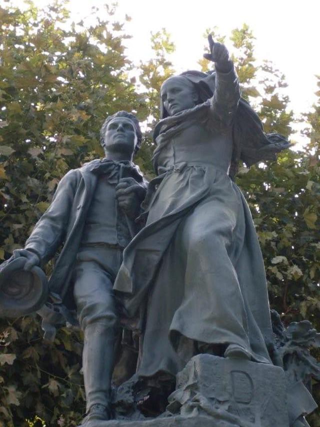 Monument sur le cours Pourtoules