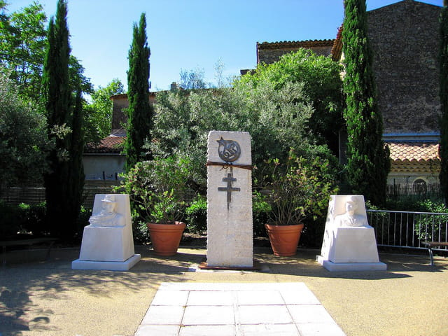 Monuments aux Morts (2)