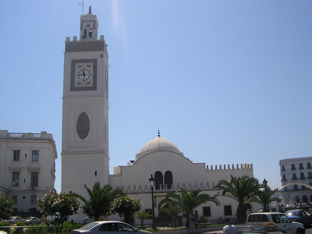 Mosquée à la place des martyrs