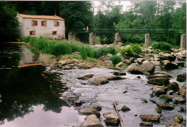 Moulin et passerelle du Reuzard
