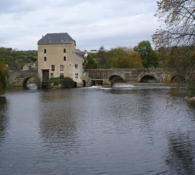 Moulin et pont sur la sarthe