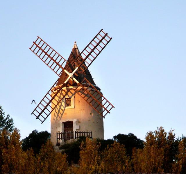 Moulin sur les hauteurs de Martigues