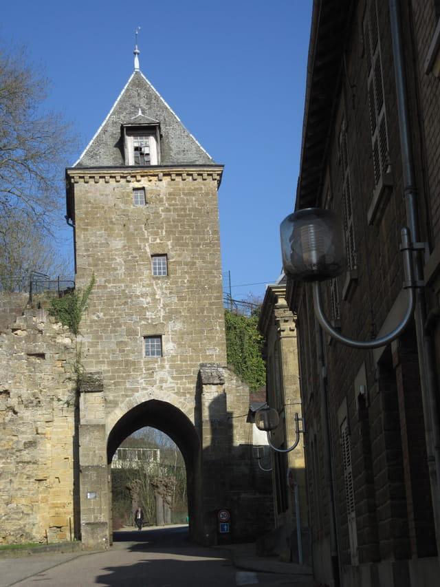 Mouzon: la porte de Bourgogne