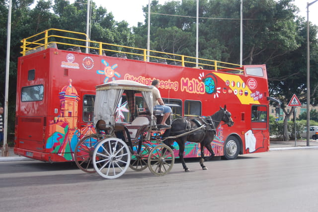 moyens de locomotion des touristes à La Valette