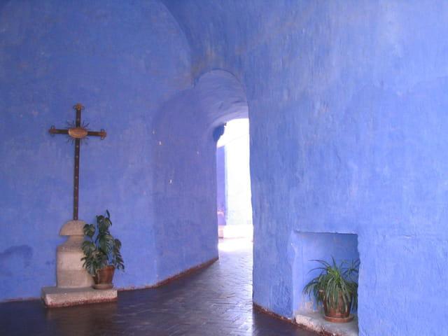 Murs bleus du couvent