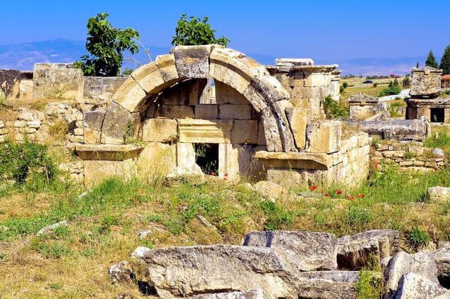 Nécropole de Hiérapolis, tombeau.