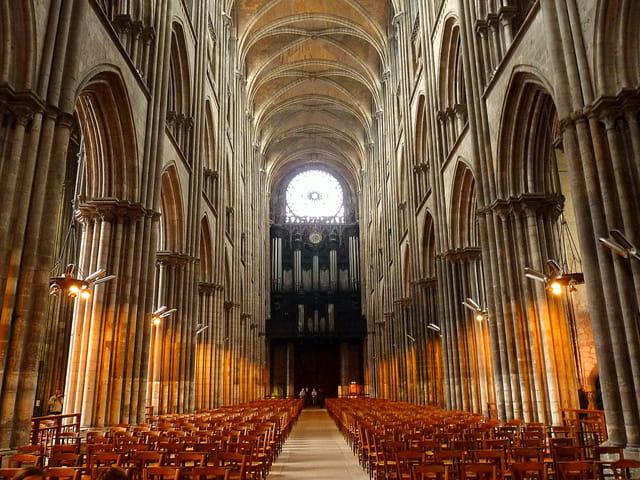 Nef de cathédrale