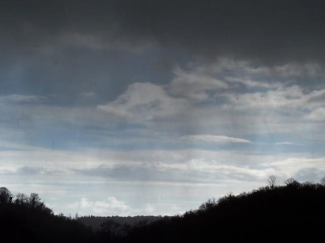 Neige sur ciel bleu