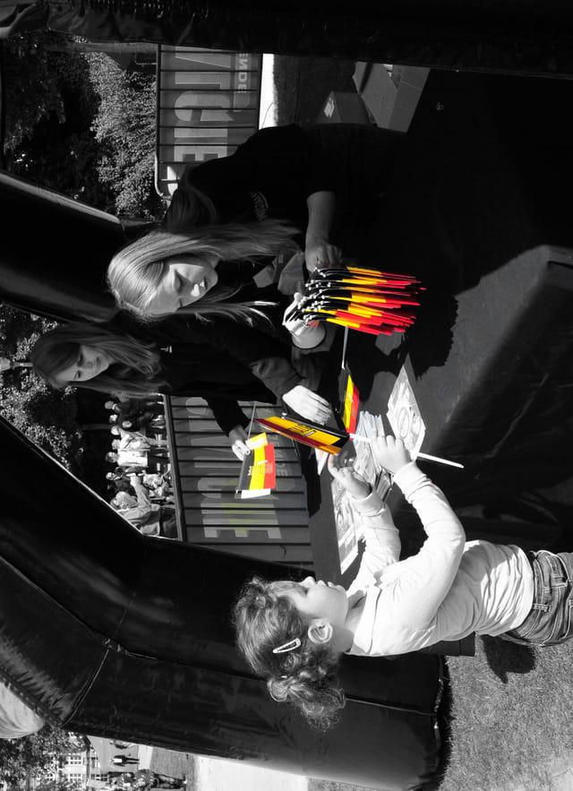 noir,blanc, jaune, rouge ...c'est la fête nationale