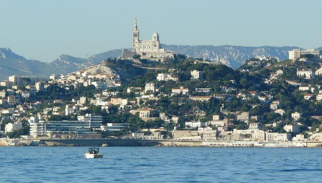 Notre-Dame de la Garde vue de la baie de Marseille