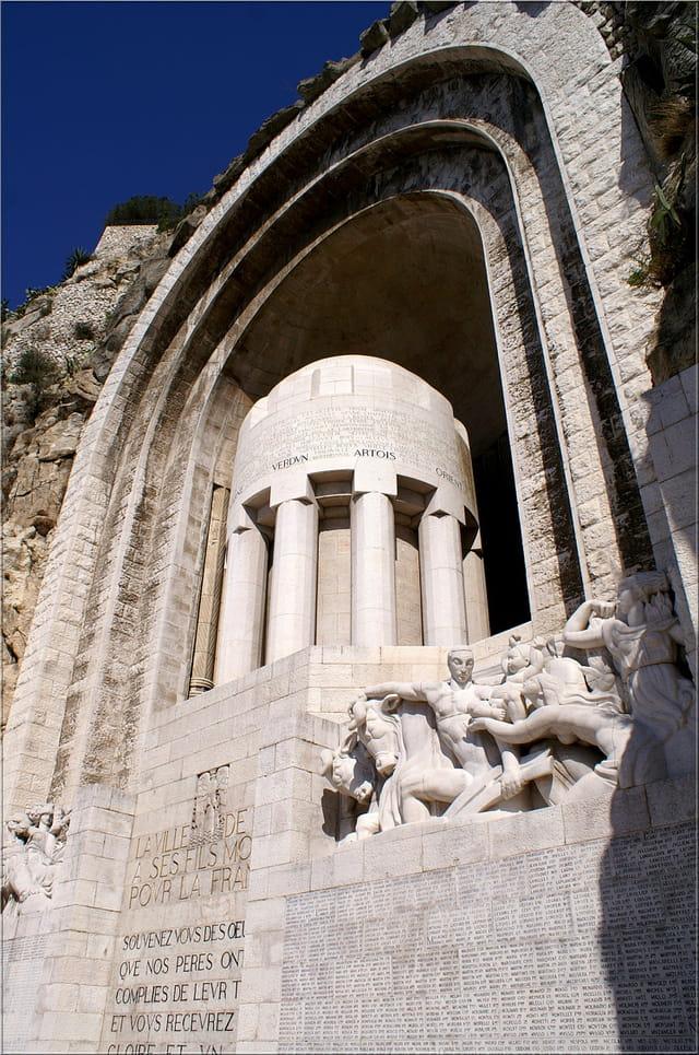 notre superbe monuments aux morts